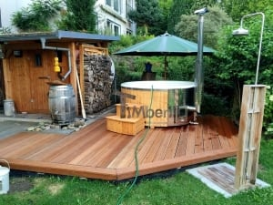 wellness royal glasfiber vildmarksbad på en terrasse